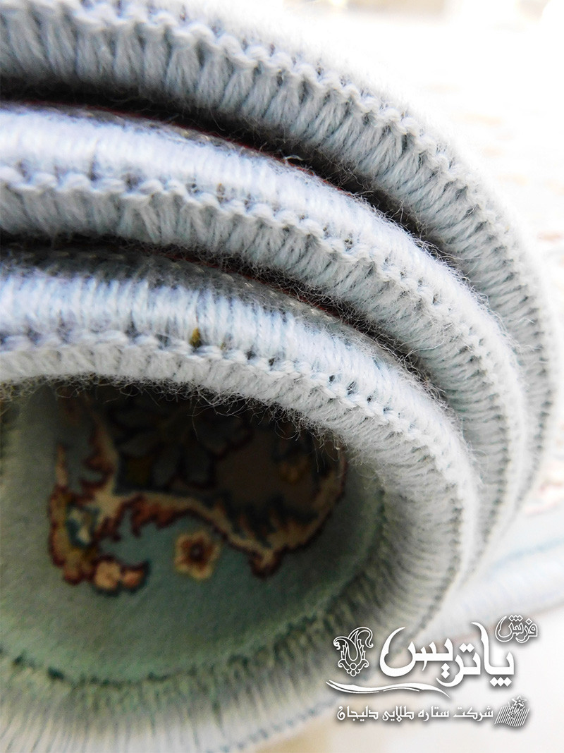 تصویر فرش گیتا آبی ۱۰۵۰ شانه لوله شده